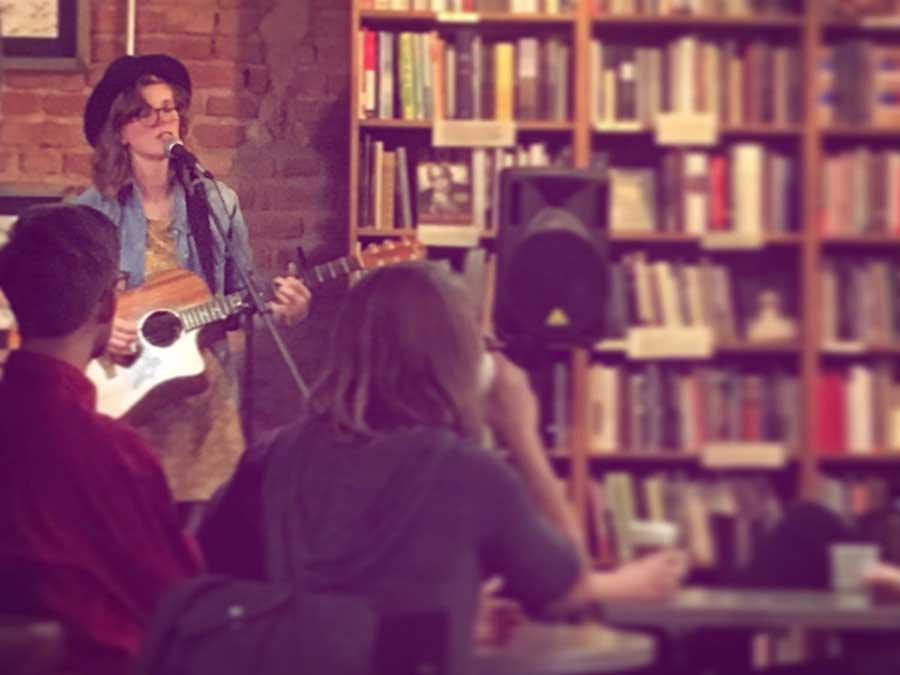 Britt Margit performing at Innesfree