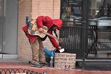 Guitar player on Pearl Street