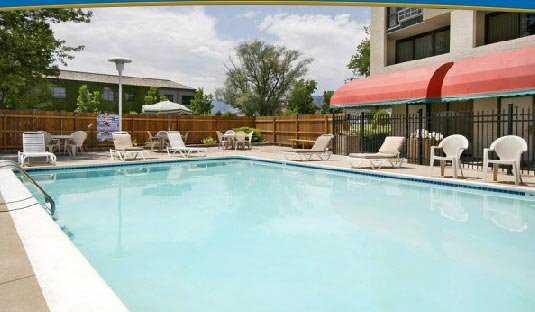 Days Hotel Pool