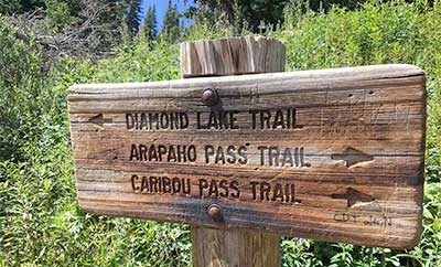 Diamond Lake trail sign.